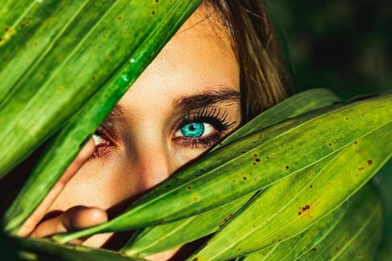 Augen straffen: Tränenrinnen straffen, Oberlidstraffung Wien und Pressbaum bei Dr. Maria Michaelidou